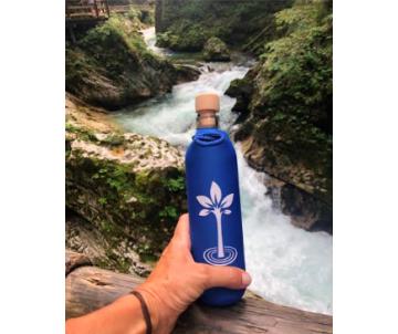 flasa na vodu do prirody strom